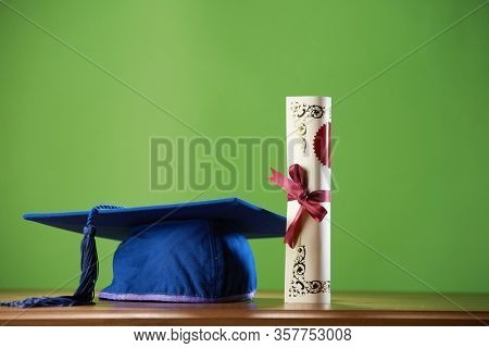 mortar board on the green background