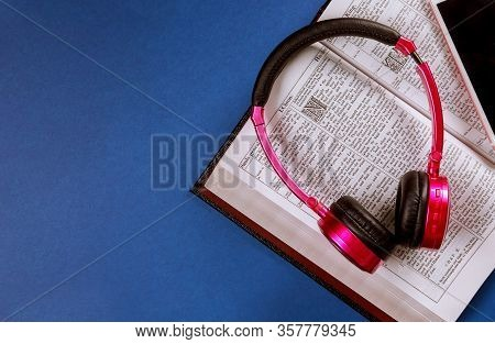 24 March 2020 Sayreville Nj: Open Holy Bible Book With Headphones Bible Audiobook On Smartphone