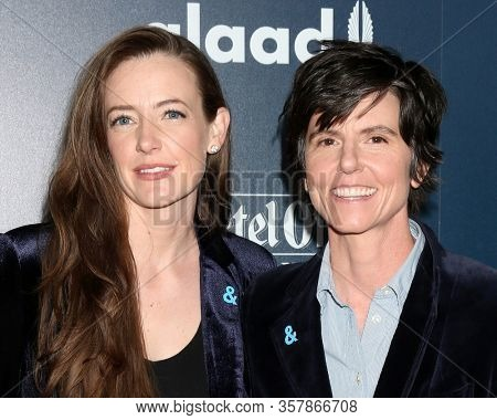 LOS ANGELES - APR 1:  Stephanie Allynne, Tig Notaro at the 28th Annual GLAAD Media Awards at Beverly Hilton Hotel on April 1, 2017 in Beverly Hills, CA