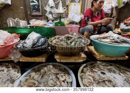 Siem Reap, Cambodia: Choice Of Shrimps, Seafood, Crabs, Fish For Customers Of An Asian Foo Market In