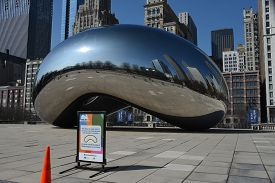 Chicago, Il March 25, 2020, Cloud Gate The Bean In Millennium Park With A Sign Closed Due To The Cor