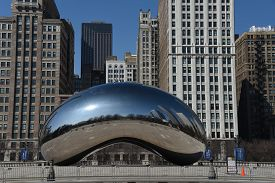 Chicago, Il March 25, 2020, Cloud Gate The Bean In Millennium Park Under A Clear Blue Sky With The C