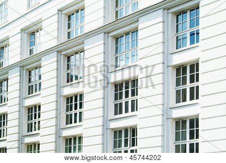 Weiße Gebäude