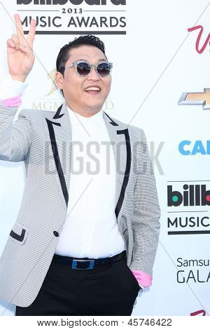 LOS ANGELES - 19 mei: Psy aankomt op de Billboard Music Awards 2013 in de MGM Grand Garden Arena