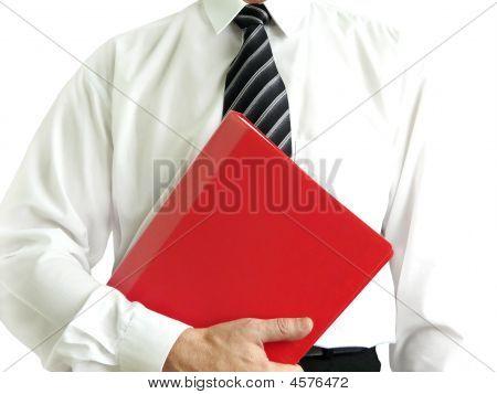 Empresario con carpeta roja