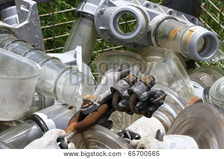 Glass And Iron By Electrical Insulators In A Controlled Discharge Of Special Solid Wastes