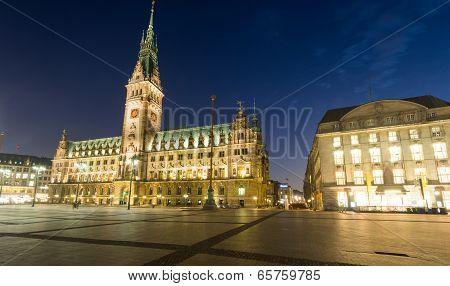 Nightfall over Hamburgs townhall