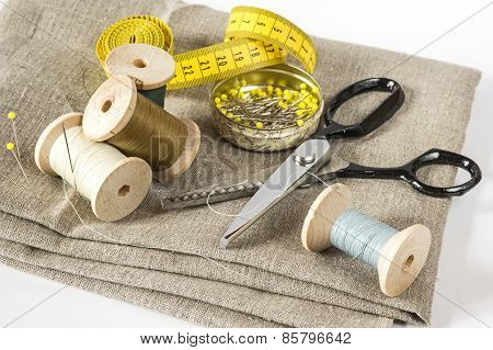 Measuring tape, threads and scissors