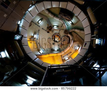 Zero gravity space station running exercise and storage module
