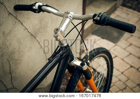 Aluminum handlebar bike city based on a wall