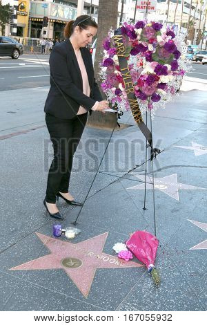 LOS ANGELES - JAN 25:  Ana Martinez of the Hollywood Chamber of Commerce signs card on memorial wreath laid on the Hollywood WOF Star for Mary Tyler Moore on January 25, 2017 in Los Angeles, CA