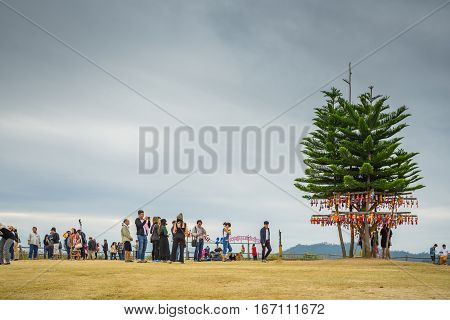 MAE HONG SON, THAILAND - JAN 2, 2017: Many people at the viewpoint and waiting to see the sunshine on the morning at YUN LAI viewpoint, Thailand on January 2 2017, in MAE HONG SON, THAILAND
