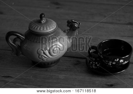 Clay tea pot, looks like rooster bird, with black clay tea cup in black and white style