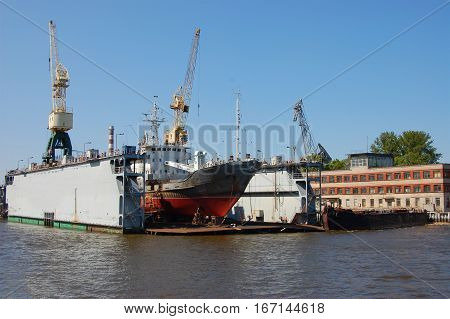 Ship Dock boat reconditioning in Staint Peterburg