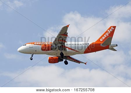AMSTERDAM, THE NETHERLANDS - SEPTEMBER 25, 2016: Contrasting picture of an Airbus A319-111 from easyJet that wil land at the airport of Schiphol