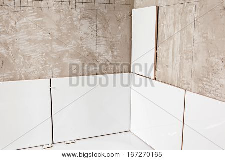 Home improvement: tiling bathroom walls, unfinished work