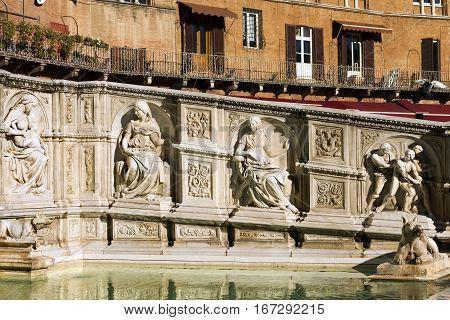 The Fonte Gaia (fountain of joy) monumental fountain in Piazza del Campo (Campo square). Siena Toscana (Tuscany) Italy