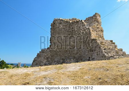 A fragment of an ancient building refers to the ancient architecture.