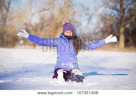 beautiful young girl enjoys a walk in the park in winter.