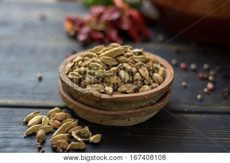 Raw Organic Cardamom Pods Ready to Use - ancient ayurveda medicine and tasty spice