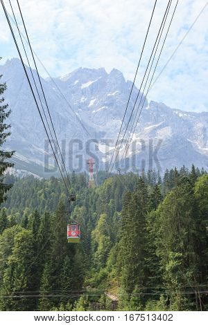 Exciting cable car ride from Grinau and Zugspitze