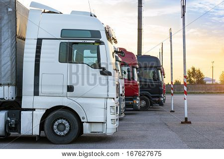 Heavy Trucks With Trailers