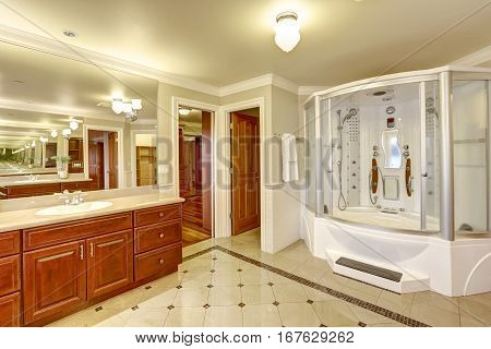 Luxurious Master Bathroom With Custom Built Shower