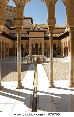 Lions Patio In Alhambra