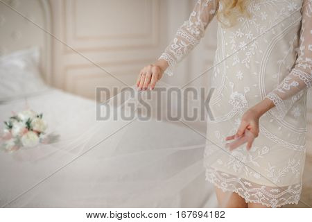 friend of the bride adjusts the veil