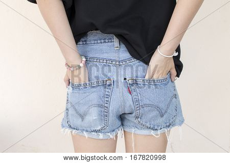 popular short back pants jeans for young girl