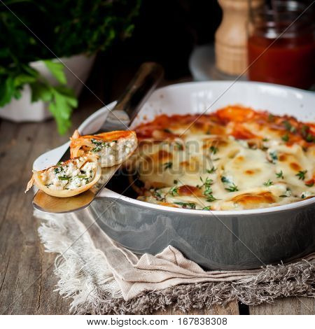 Ricotta Stuffed Conchiglioni With Tomato