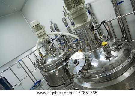 Big Steel Pressure Tank With Pressure Meter