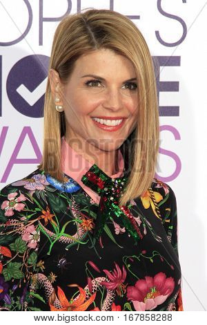 LOS ANGELES - JAN 18:  Lori Loughlin at the People's Choice Awards 2017 at Microsoft Theater on January 18, 2017 in Los Angeles, CA