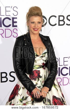 LOS ANGELES - JAN 18:  Jodie Sweetin at the People's Choice Awards 2017 at Microsoft Theater on January 18, 2017 in Los Angeles, CA