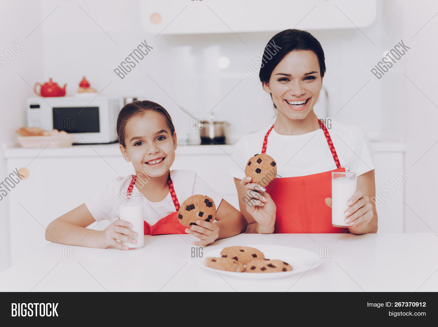 Daughter Mom Cook Image & Photo (Free Trial) | Bigstock
