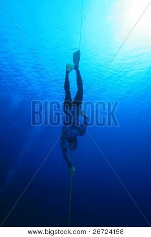 Freediver descends into Blue Water