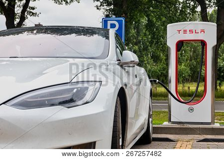 Tesla Supercharger Stations Allow Tesla Cars To Be Fast-charged