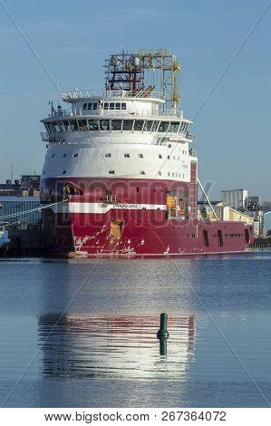 New Bedford, Massachusetts, Usa - April 24, 2018: Drilling Vessel Dina Polaris, With Its Drill Rig T