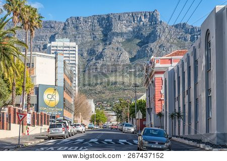 Cape Town, South Africa, August 17, 2018: A View Of Hope Street In Cape Town. Vehicles, Table Mounta