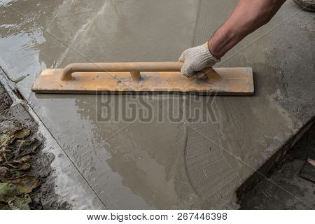 Equipment And Construction Of A Paving Concrete Walkway Around The House