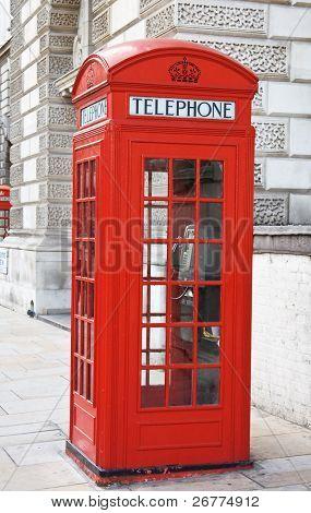 berühmte rote Telefonzelle in London, Großbritannien