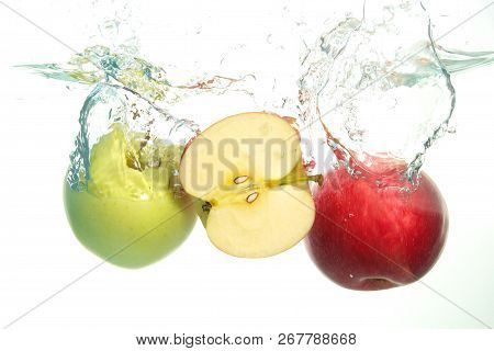 Apples Red And Green And Aple Slice Splash In Water On White Background
