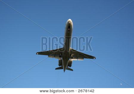 Commuter Jet Landing