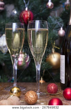 2 Glass Glasses With Sparkling Wine On The Table, A Bottle Of Wine, Wine, Golden, Red, Christmas Bal