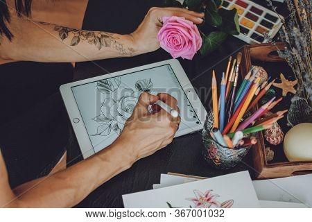 Tattoo Art Digital Process On Ipad. Tattoo Artist Hands Holding Apple Pencil And Drawing On Ipad Pro