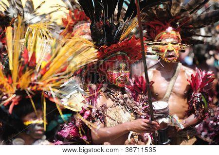 GOROKA, PAPUA, NEW GUINEA - SEPTEMBER 17: colorful portraits of  an aboriginal at Goroka Tribal Festival. Papua New Guinea on September 17, 2011