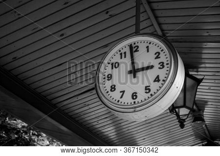 Black And White Train Station Clock Showing One Minute Before 3:00, 3 Pm - Three Pm, Three O'clock.