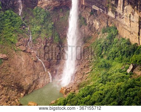 Nohkalikai Falls Is The Tallest Plunge Waterfall In India. Its Height Is 1115 Feet.