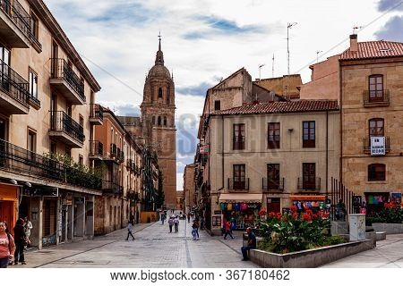 Salamanca / Castile And Leon, Spain - 02 October 2016: Tourists In The Streets Rua Mayor On Old Town