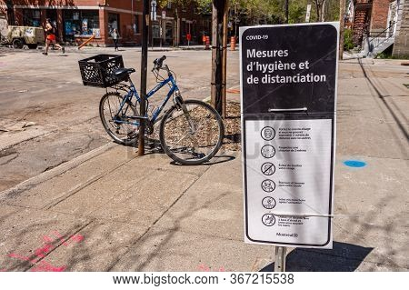 Montreal, Ca - 27 April 2020:  Covid-19 Safety Guideline French Sign In The Plateau District